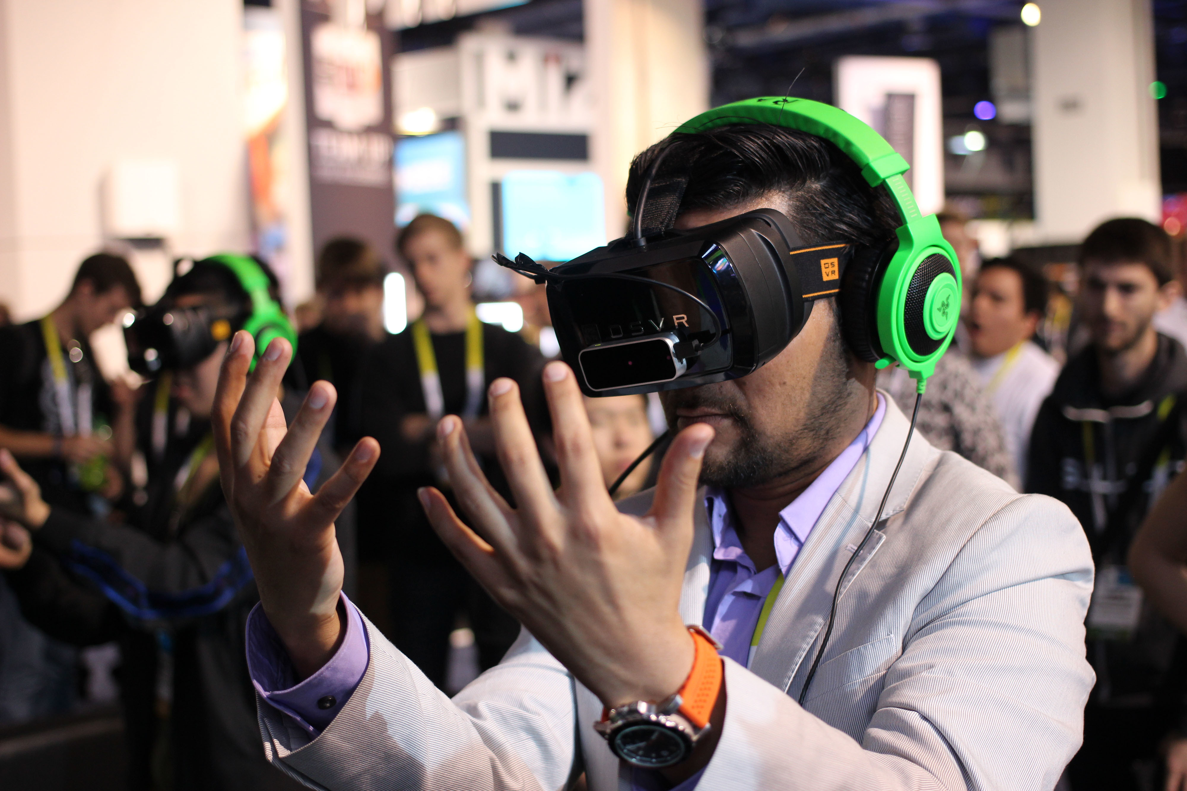 virtual reality advanced technology that allows you to experience a different reality