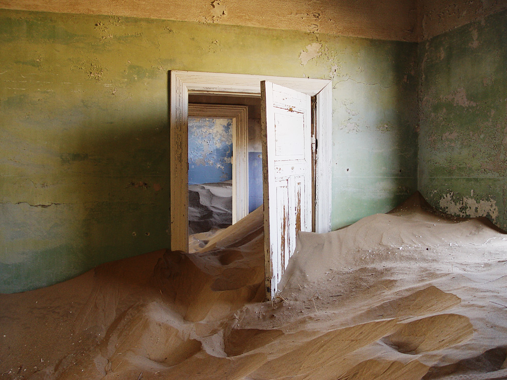 By Damien du Toit from Cape Town, South Africa (Kolmanskop ghost town Uploaded by calliopejen1) [CC BY 2.0 (httpscreativecommons.orglicensesby2.0)], via Wikimedia Commons