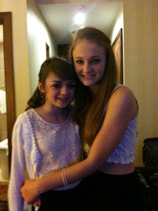 864b61ffba734d2dfe924790e5d33d3c--maisie-williams-sophie-turner-game-of