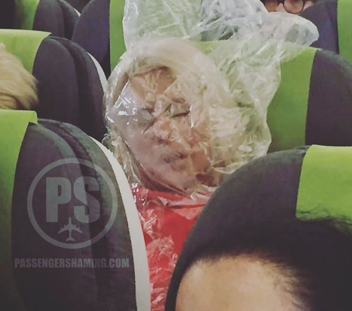 This-Instagram-is-gathering-bizarre-images-of-passengers-on-planes-and-you-will-not-believe-what-your-eyes-will-see-5c347c936d4aa__700