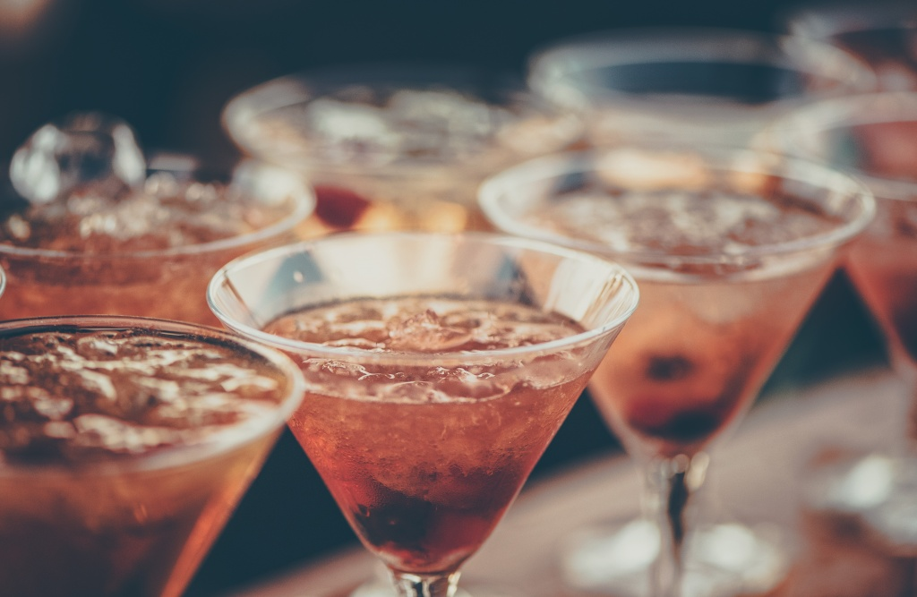 alcoholic-beverages-bar-beverage-613037