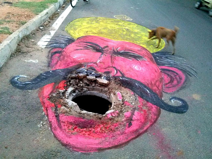 artist-protesting-better-roads-baadal-nanjundaswamy-india-5d6e124f9b131__700