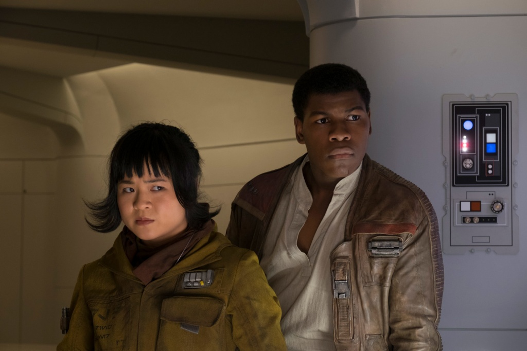 star-wars-the-last-jedi-rose-and-finn-2_b7f1d59f