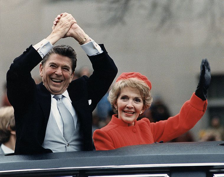 759px-The_Reagans_waving_from_the_limousine_during_the_Inaugural_Parade_1981