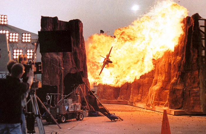 behind-the-scenes-of-hollywood-movies-12-5d1b53430fb33__700
