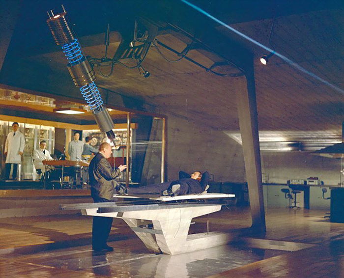 behind-the-scenes-of-hollywood-movies-33-5d1c5fe2de4b4__700
