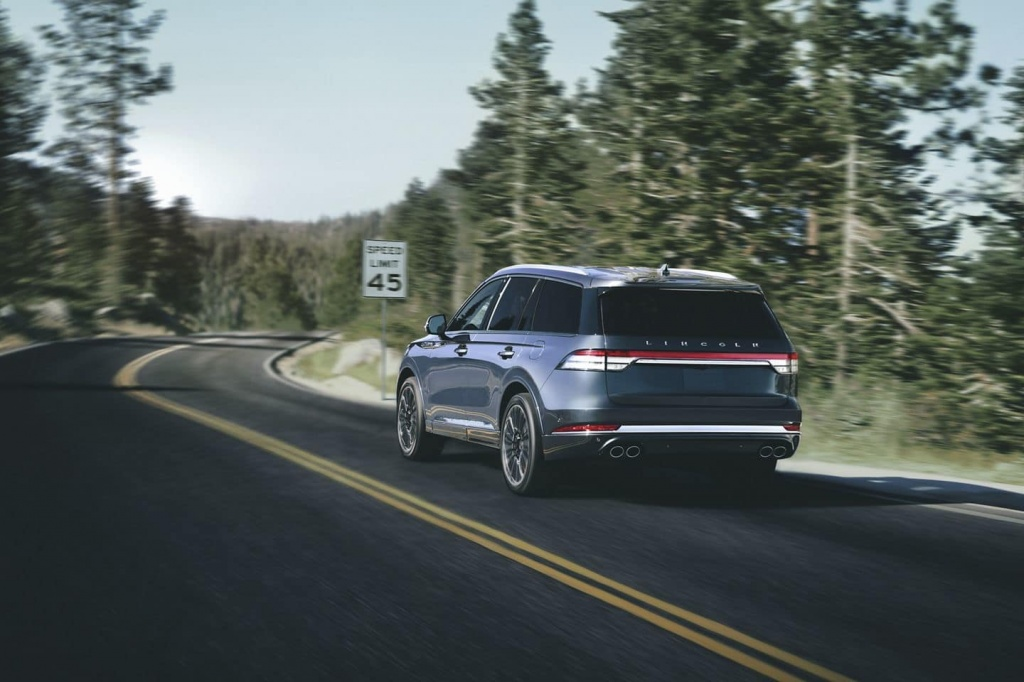 2020-lincoln-aviator-3