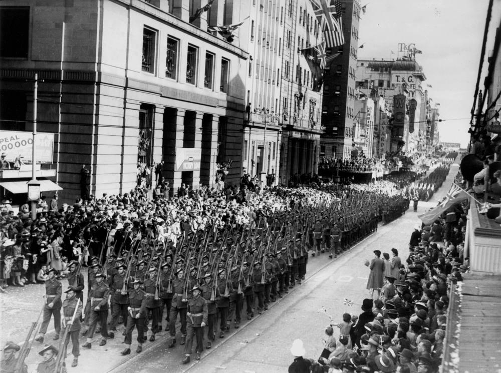 StateLibQld_1_114168_Returned_World_War_Two_soldiers_march_in_Queen_Street,_Brisbane,_1944