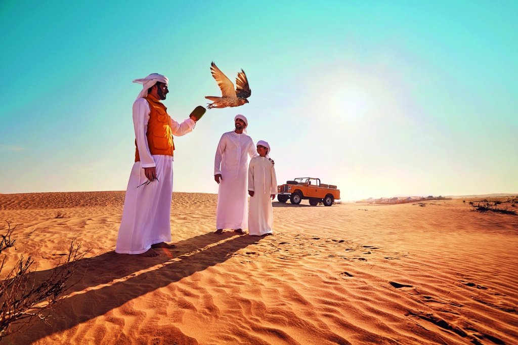 Desert_Falconary_Arab_Fam